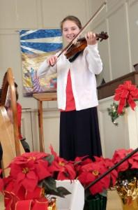 2015-12-20 Susanna Playing Violin @ Lucas