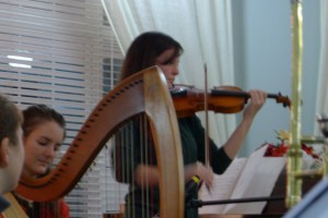12-24-15 Priscilla and Deborah Harp Violin Duet TGP
