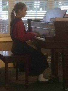 2016-9-11-bezzy-playing-piano-at-tgp